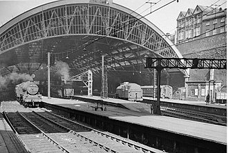 330px-liverpool_3_lime_street_station_2025960